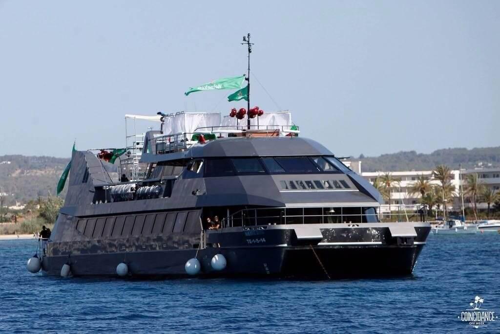 cafe del mar barco barcelona