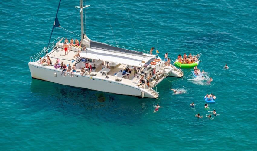 Fiesta catamaran activité ideal pour un EVG à Barcelone