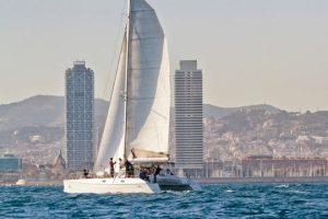 Balade en catamaran en EVG à Barcelone