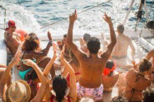 Fiesta sur le catamaran