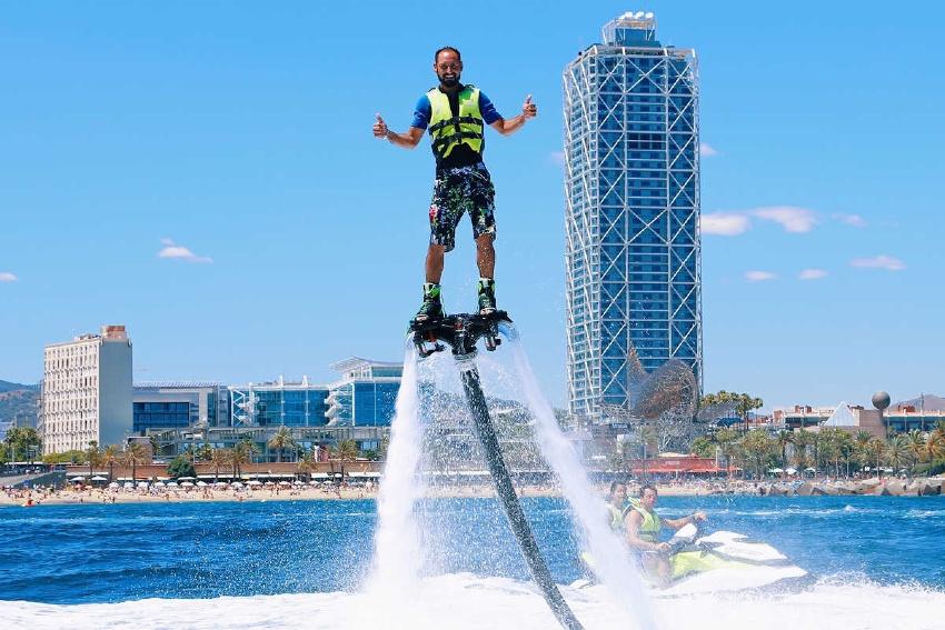 Flyboard une activité 100% adrénaline à Barcelone